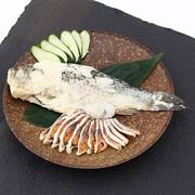 鮒丸ごと一匹を贅沢に熟成した 見た目も豪華な逸品 鮒寿司1匹姿