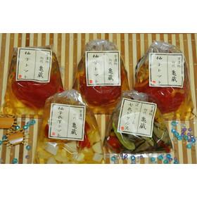 「京漬物 初代かめくら」の大人気創作漬物「柚子トマト」と、「七色ピクルス」「柚子長芋トマト」のセットです。